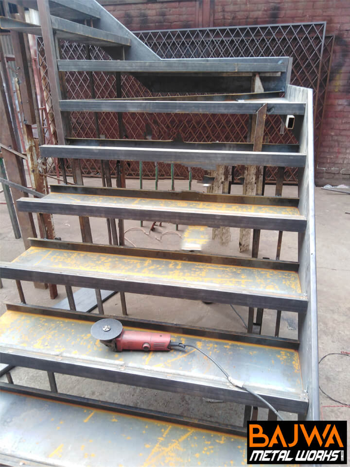 Multi-level multi span metal staircase